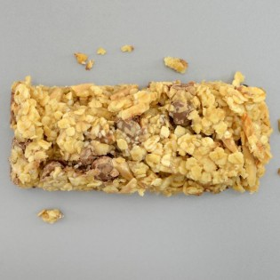 Banana and caramel crispy snack bar